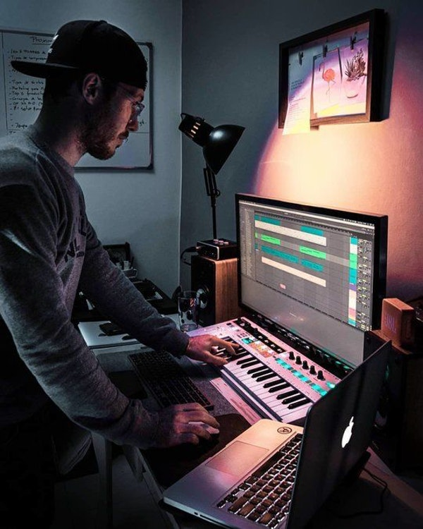 Astegiano producing in home studio